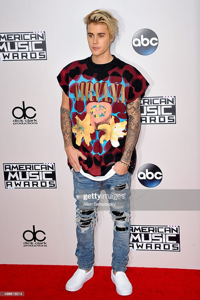 Singer Justin Bieber arrives at the 2015 American Music Awards at Microsoft Theater on November 22, 2015 in Los Angeles, California.