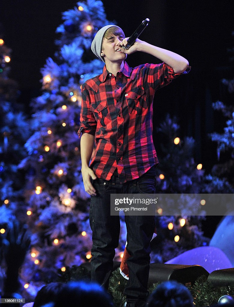 Singer Justin Bieber is home for the Holidays and performs in ...
