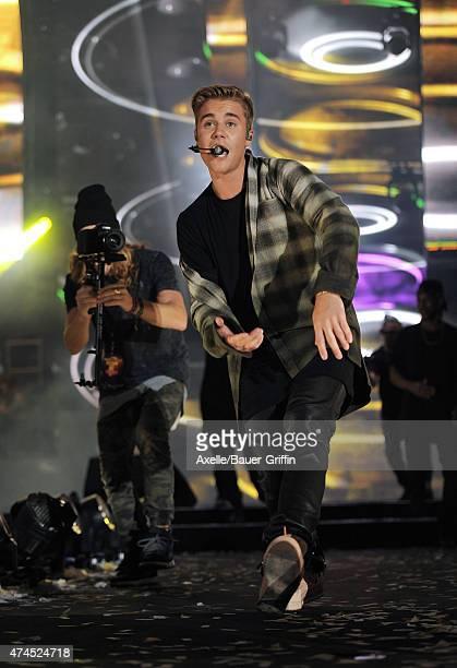 Singer Justin Bieber performs at the 102.7 KIIS FM's Wango Tango at StubHub Center on May 9, 2015 in Los Angeles, California.