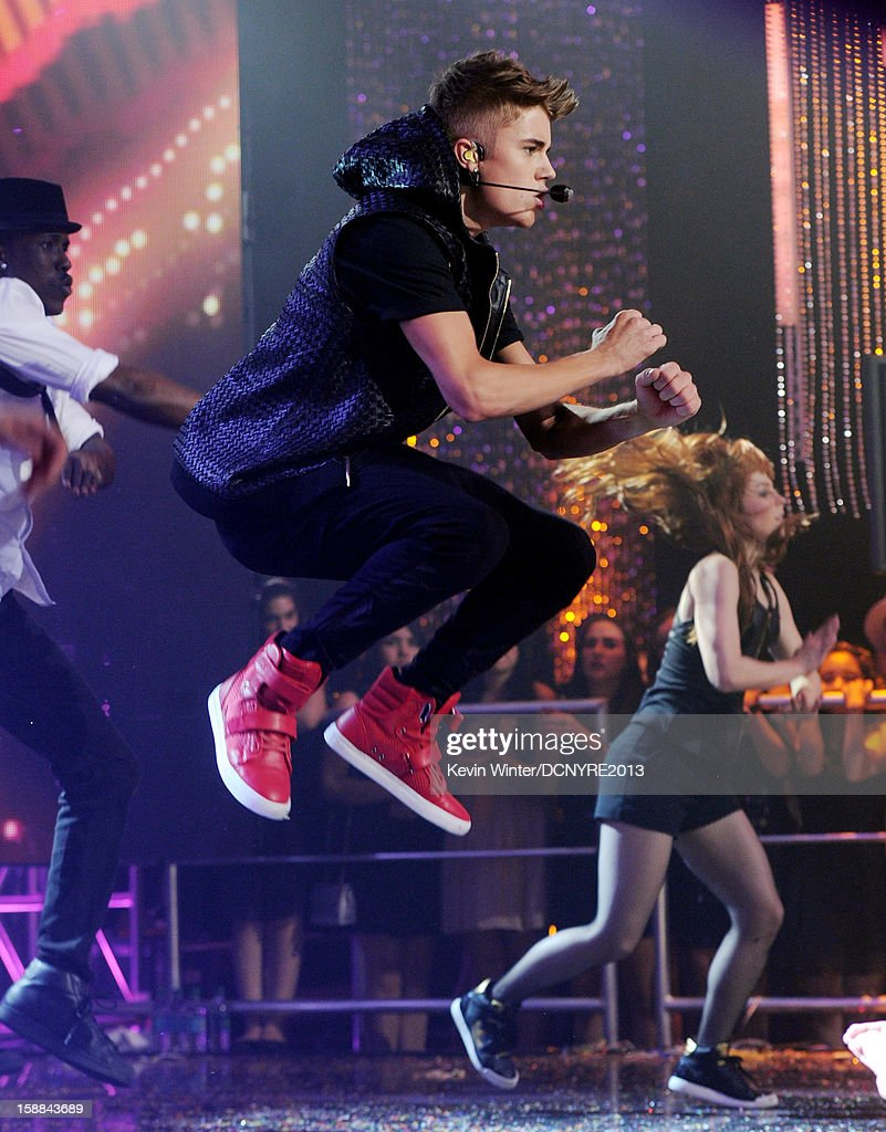 Singer Justin Bieber performs on Dick Clark's New Year's Rockin' Eve at CBS studios on December 31, 2012 in Los Angeles, California.