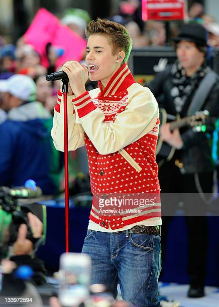 """Singer Justin Bieber performs on NBC's """"Today"""" in the TODAY Plaza on November 23, 2011 in New York City."""