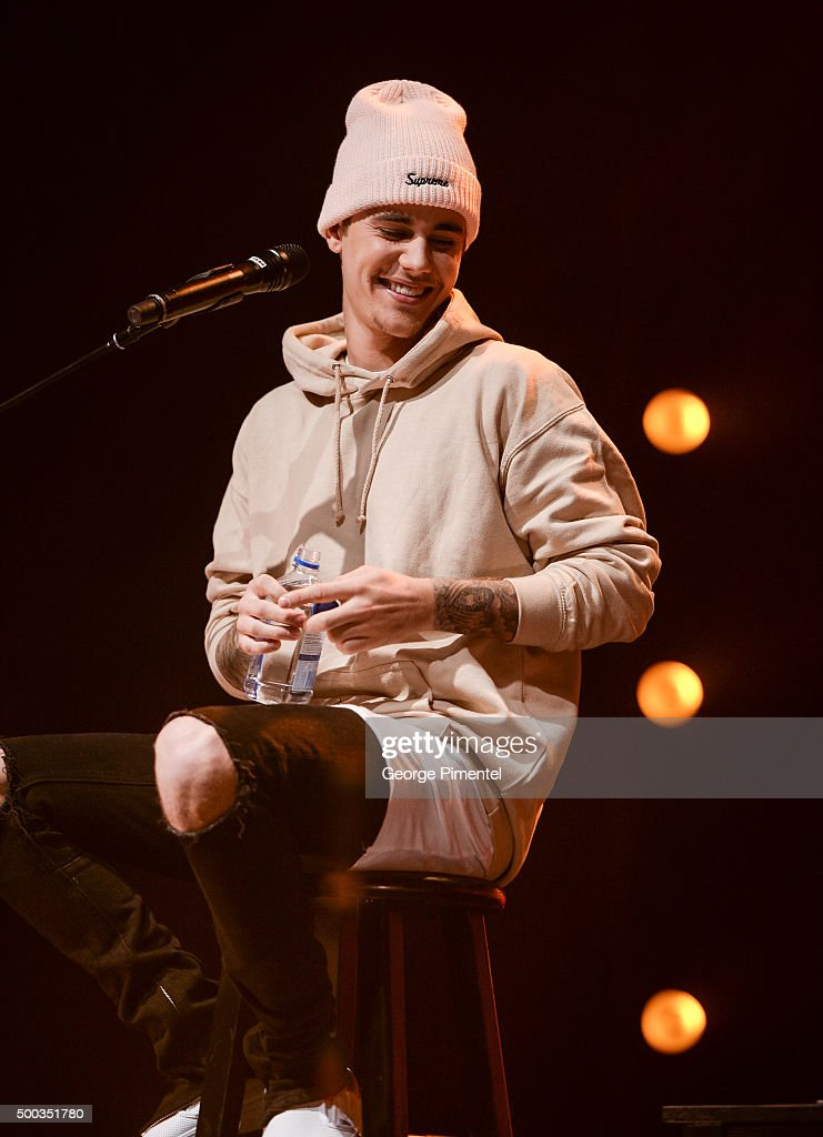An Acoustic Evening With Justin Bieber - Performance