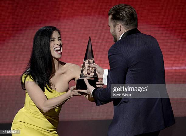 Singer Justin Timberlake accepts the Favorite Soul/RB Album award for 'The 20/20 Experience' from comedian Sarah Silverman onstage during the 2013...