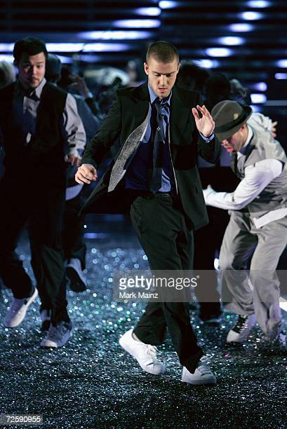 Singer Justin Timberlake performs during the Victoria's Secret Fashion Show held at the Kodak Theatre on November 16 2006 in Hollywood California The...