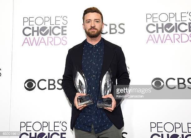 Singer Justin Timerlake winner of the Favorite Male Singer and Favorite Song Award poses in the press room during the People's Choice Awards 2017 at...