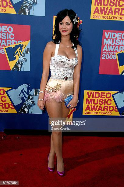 Singer Katy Perry arrives at the 2008 MTV Video Music Awards at Paramount Pictures Studios on September 7 2008 in Los Angeles California