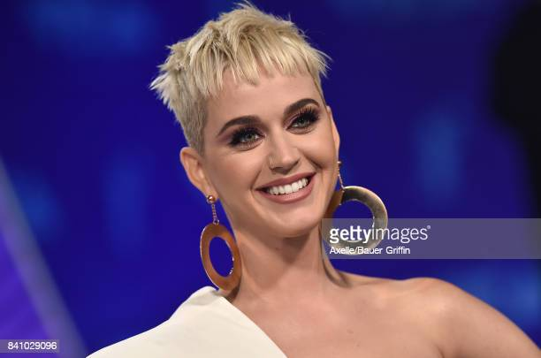 Singer Katy Perry arrives at the 2017 MTV Video Music Awards at The Forum on August 27 2017 in Inglewood California
