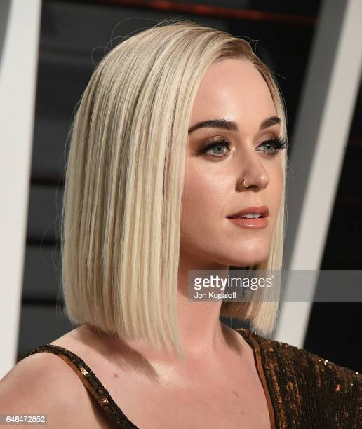 Singer Katy Perry arrives at the 2017 Vanity Fair Oscar Party Hosted By Graydon Carter at Wallis Annenberg Center for the Performing Arts on February...