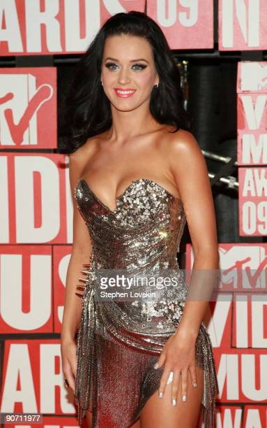 Singer Katy Perry arrives to the 2009 MTV Video Music Awards at Radio City Music Hall on September 13 2009 in New York City