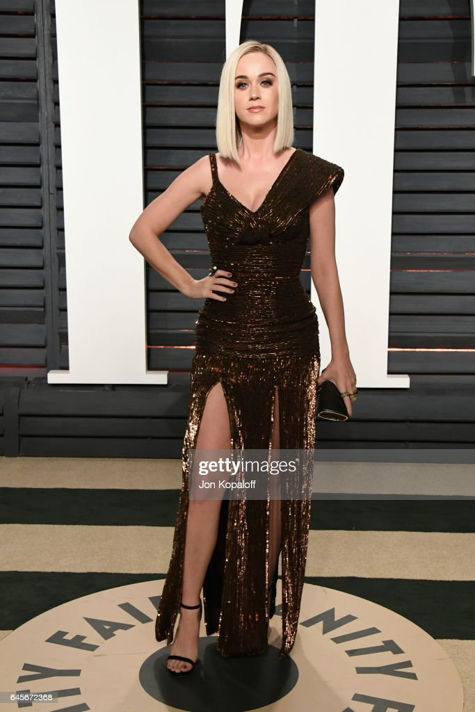 Singer Katy Perry attends the 2017 Vanity Fair Oscar Party hosted by Graydon Carter at Wallis Annenberg Center for the Performing Arts on February 26, 2017 in Beverly Hills, California.