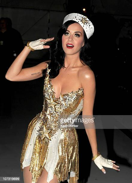 Singer Katy Perry poses during VH1 Divas Salute the Troops presented by the USO at the MCAS Miramar on December 3 2010 in Miramar California VH1...