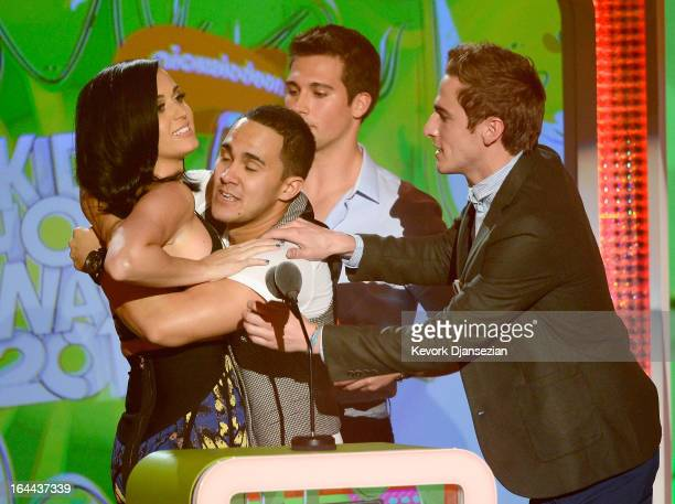 Singer Katy Perry winner of Favorite Female Singer with singers Carlos Pena Jr James Maslow and Kendall Schmidt of Big Time Rush speak onstage during...