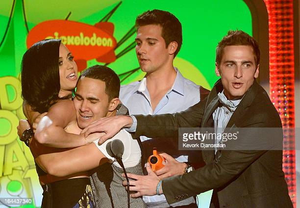 Singer Katy Perry winner of Favorite Female Singer with singers Carlos Pena Jr Jason Maslow and Kendall Schmidt of Big Time Rush speak onstage during...