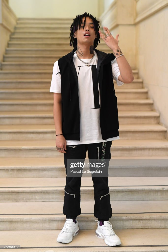 Valentino: Front Row - Paris Fashion Week - Menswear Spring/Summer 2019