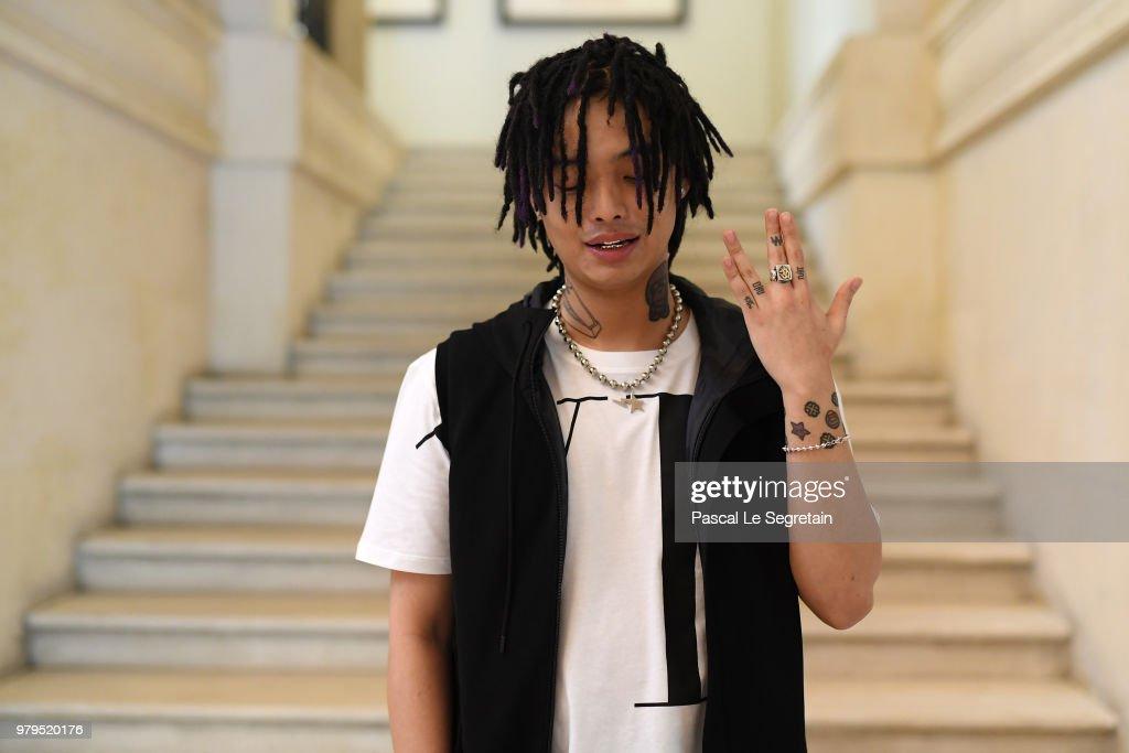 Valentino: Front Row - Paris Fashion Week - Menswear Spring/Summer 2019 : News Photo