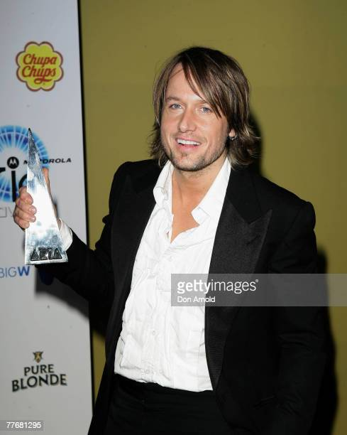 Singer Keith Urban accepts the award for Best Country Album at the 2007 ARIA Awards at Acer Arena on October 28, 2007 in Sydney, Australia. The 21st...