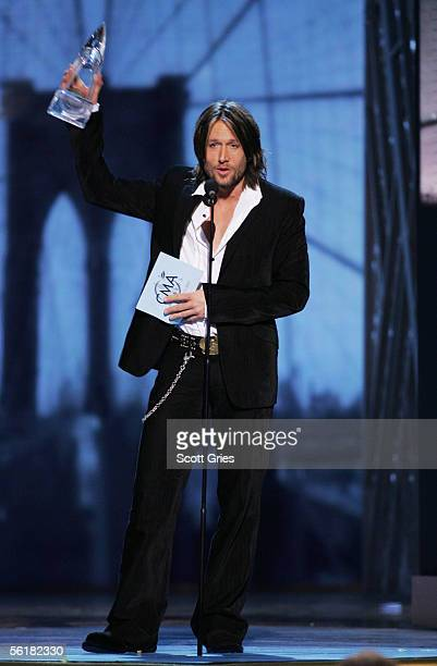 Singer Keith Urban accepts the award for Entertainer Of The Year at the 39th Annual Country Music Association Awards at Madison Square Garden...
