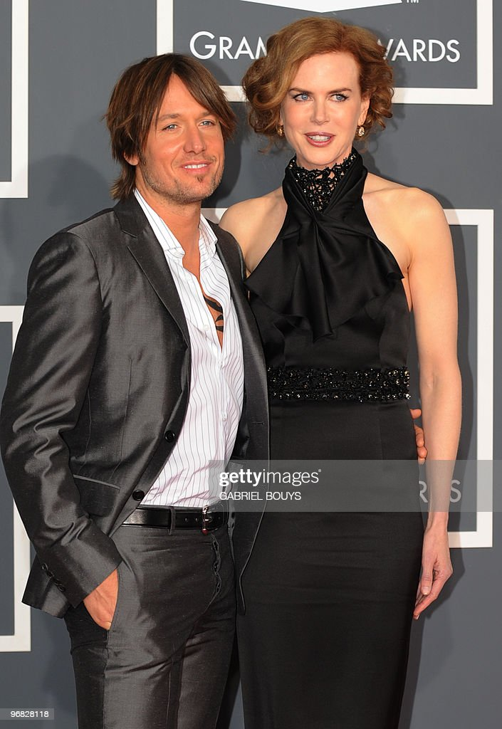Singer Keith Urban and actress Nicole Kidman arrive on the red carpet at the 52nd Grammy Awards in Los Angeles, California on January 31, 2010. AFP PHOTO/Gabriel BOUYS