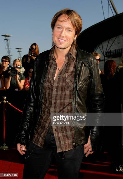 Singer Keith Urban arrives on the red carpet at the 2009 ARIA Awards at Acer Arena, Sydney Olympic Park on November 26, 2009 in Sydney, Australia....