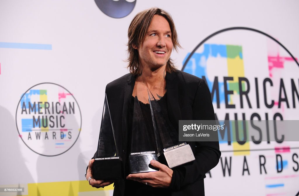 Singer Keith Urban poses in the press room at the 2017 American Music Awards at Microsoft Theater on November 19, 2017 in Los Angeles, California.