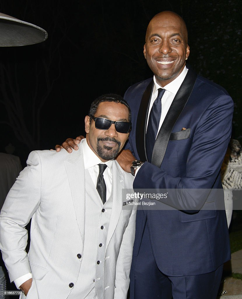 Singer Keith Washington (L) and former NBA player John Salley at R.E.S.T.O.R.E: The Foundation For Reconstructive Surgery Charity Event on March 19, 2016 in Los Angeles, California.