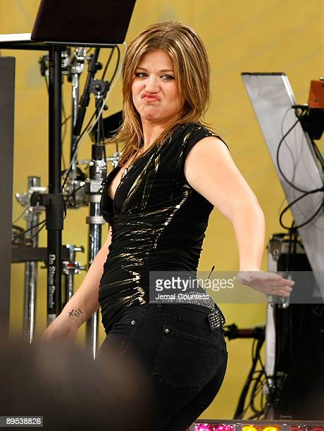 Singer Kelly Clarkson performs on ABC's 'Good Morning America' at Rumsey Playfield Central Park on July 31 2009 in New York City