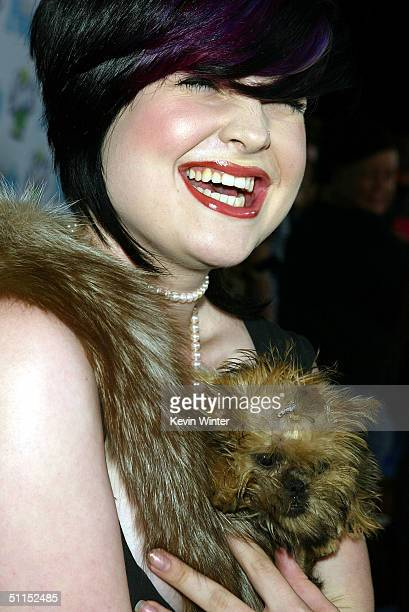 """Singer Kelly Osbourne arrives at Teen People' s""""Young Hollywood"""" party at the Teen People Mansion August 7, 2004 in Los Angeles, California."""