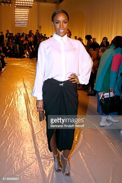Singer Kelly Rowland attends the Lanvin show as part of the Paris Fashion Week Womenswear Fall/Winter 2016/2017 on March 3 2016 in Paris France