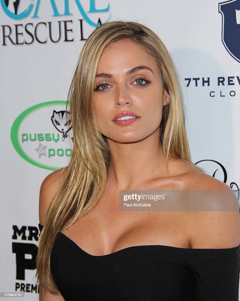 Kelsey Laverack Nude Photos 29