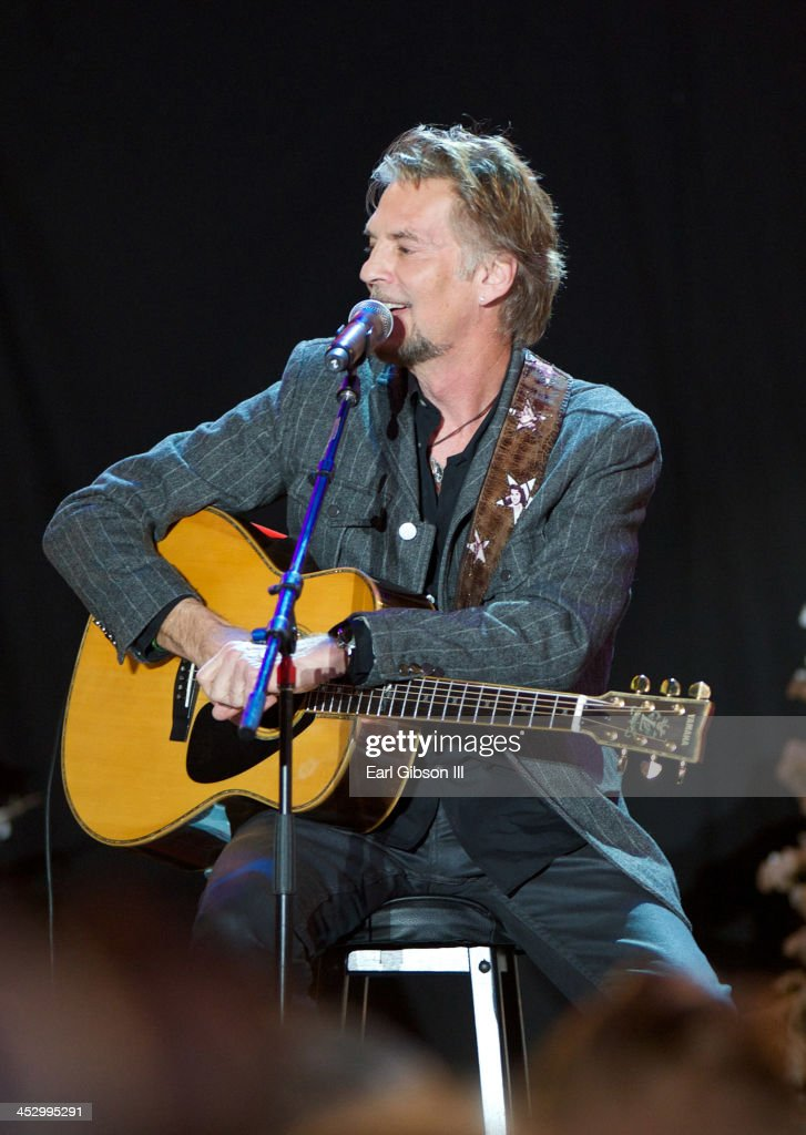 Singer Kenny Loggins performs at The Hollywood Christmas Parade on ...