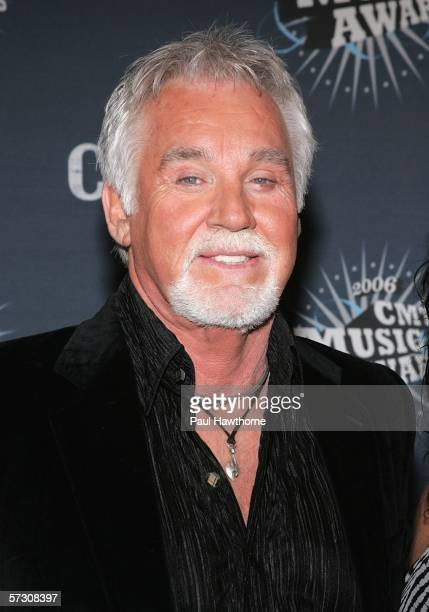 Singer Kenny Rogers arrives at the 2006 CMT Music Awards at the Curb Event Center at Belmont University April 10 2006 in Nashville Tennessee