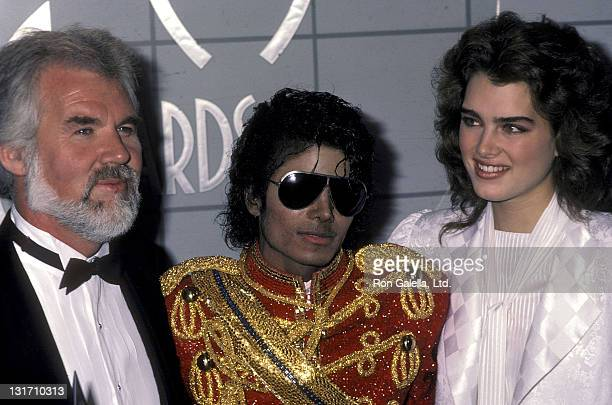 Singer Kenny Rogers singer Michael Jackson and actress Brooke Shields attend the 11th Annual American Music Awards on January 16 1984 at the Shrine...