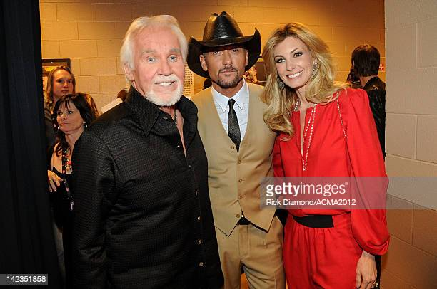 Singer Kenny Rogers singer Tim McGraw and singer Faith Hill pose backstage during the Lionel Richie and Friends in Concert presented by ACM held at...