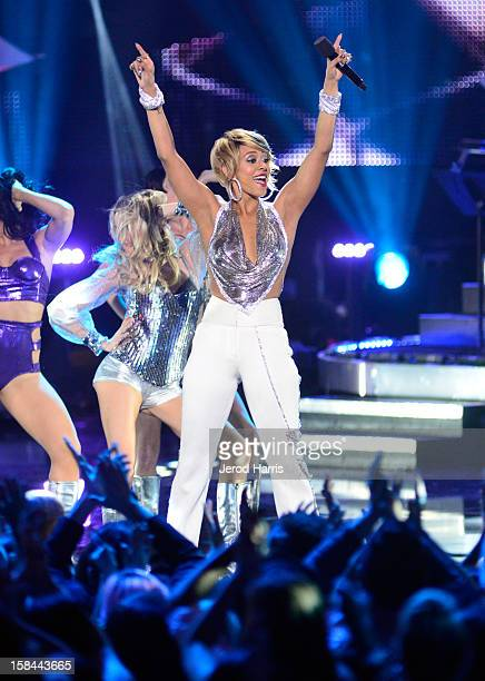 "Singer Keri Hilson performs onstage at ""VH1 Divas"" 2012 held at The Shrine Auditorium on December 16, 2012 in Los Angeles, California."