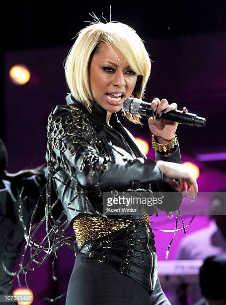 """Singer Keri Hilson performs onstage during """"VH1 Divas Salute the Troops"""" presented by the USO at the MCAS Miramar on December 3, 2010 in Miramar,..."""