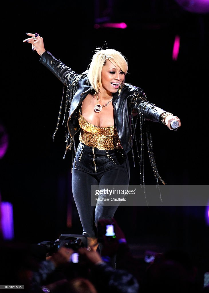Singer Keri Hilson performs onstage during 'VH1 Divas Salute the Troops' presented by the USO at the MCAS Miramar on December 3, 2010 in Miramar, California. 'VH1 Divas Salute the Troops' concert event will be televised on Sunday, December 5 at 9:00 PM ET/PT on VH1.