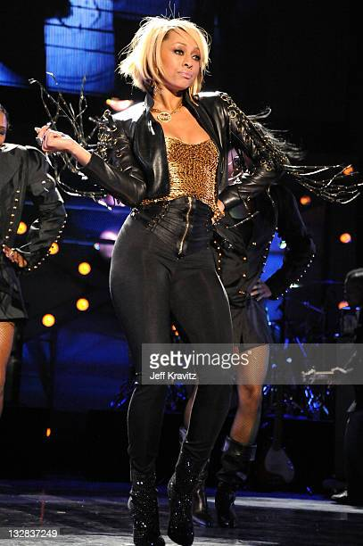 Singer Keri Hilson performs onstage during 'VH1 Divas Salute the Troops' presented by the USO at the MCAS Miramar on December 3 2010 in Miramar...