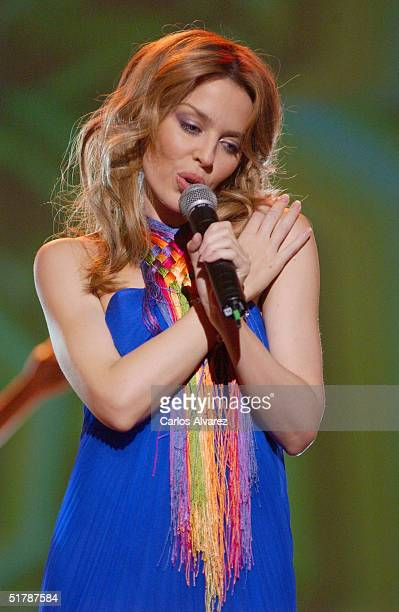 Singer Kylie Minogue performs on stage during the Onda Awards Ceremony at the Gran Teatre del Liceu on November 23 2004 in Barcelona Spain The Onda...