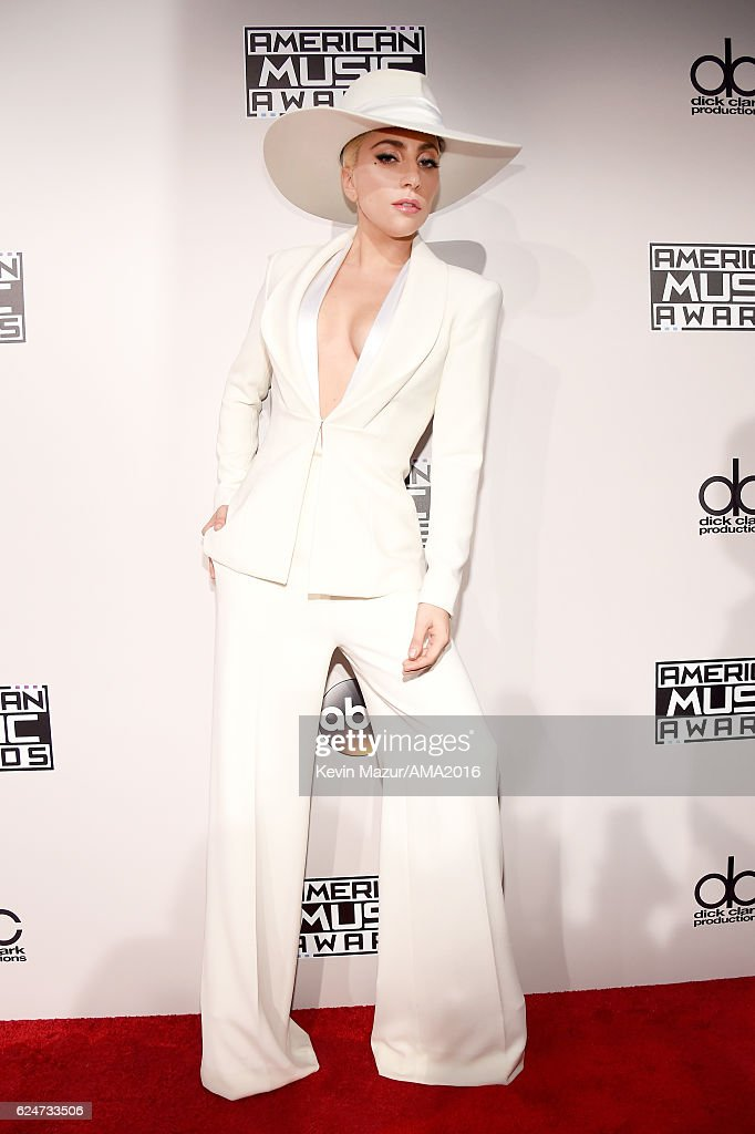 2016 American Music Awards - Red Carpet : News Photo