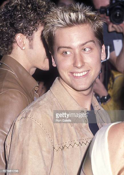 Singer Lance Bass of NSYNC attends the Coyote Ugly New York City Premiere on July 31 2000 at the Ziegfeld Theatre in New York City