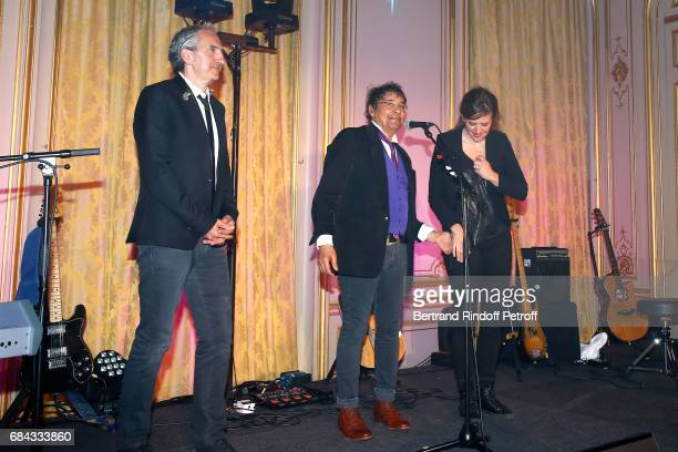 Singer Laurent Voulzy and his musicians acknowledge the applause of the audience at the end of the 'Vaincre Le Cancer' Gala 30th Anniverary at Cercle...