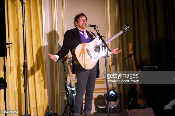 Singer Laurent Voulzy performs during the 'Vaincre Le Cancer' Gala 30th Anniverary at Cercle de l'Union Interalliee on May 17 2017 in Paris France