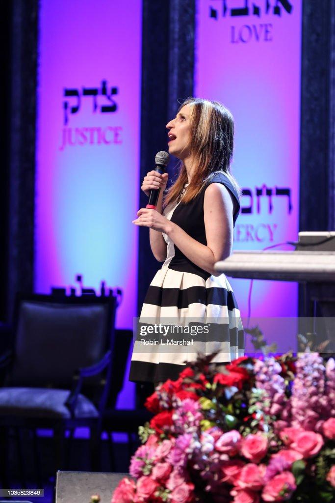 Singer Laurie Rubin performs at Kol Nidre and Yom Kippur