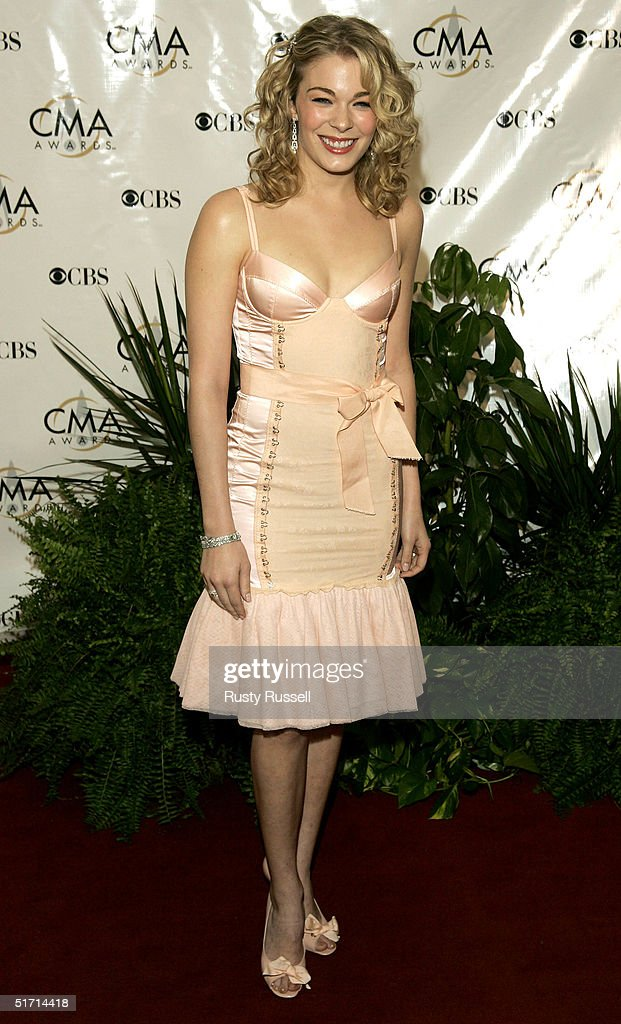 Singer LeAnn Rimes arrives at the 38th Annual CMA Awards at the Grand Ole Opry House November 9, 2004 in Nashville, Tennessee.