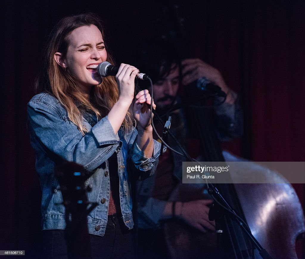 Singer Leighton Meester performs on stage at The Hotel Cafe on January 13, 2015 in Hollywood, California.