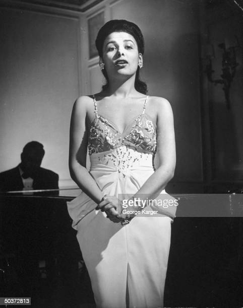 Singer Lena Horne singing Cole Porter's Let's Do It w/o a microphone in front of rapt guests in SavoyPlaza Hotel's Cafe Lounge