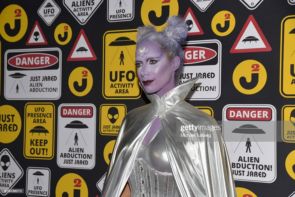 Just Jared's Annual Halloween Party - Arrivals : News Photo
