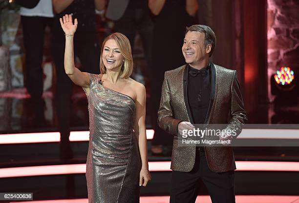 Singer Linda Hesse and Patrick Lindner during the tv show 'Heiligabend mit Carmen Nebel' on November 23 2016 in Munich Germany The show will be aired...