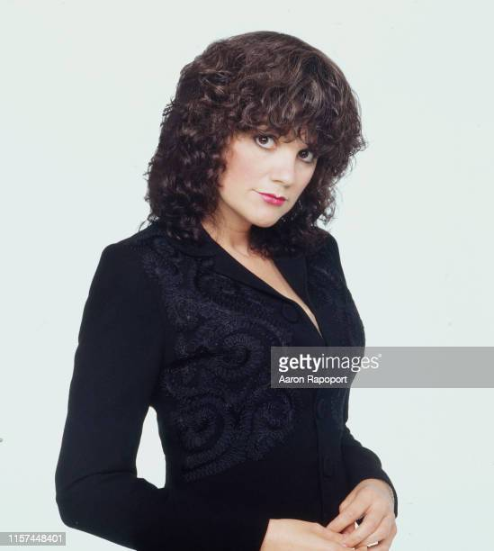 Singer Linda Ronstadt pose for a portrait in October 1982 in Los Angeles, California.