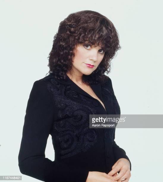 Singer Linda Ronstadt pose for a portrait in October 1982 in Los Angeles California